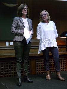 Formand Gitte Standgaard (th) og ordstyrer Mette Vibe Utzon.
